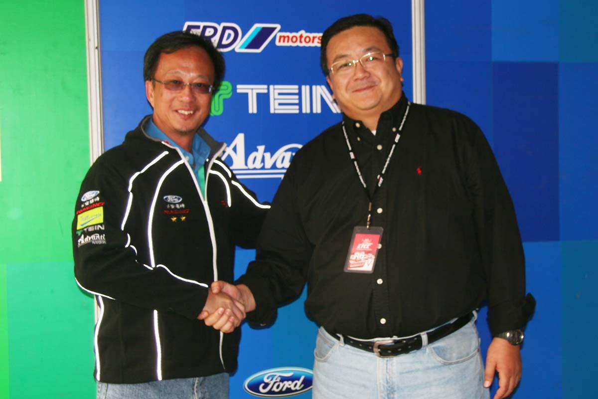 RECARO代表与车队经理.JPG