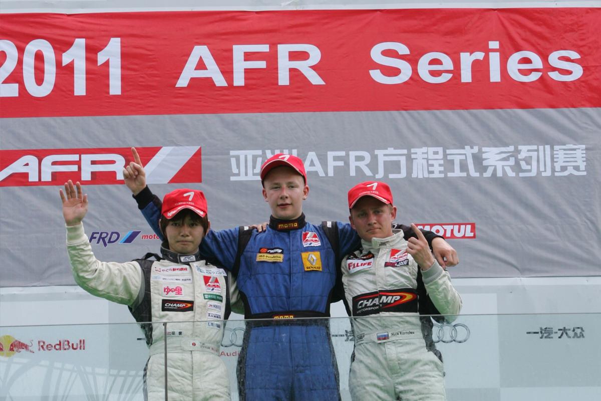 第五回合国际组——前三名得奖车手合照.jpg